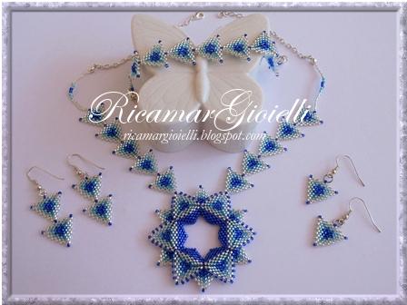 collana stars style, bracciale ed orecchini realizzati con triangoli in peyote