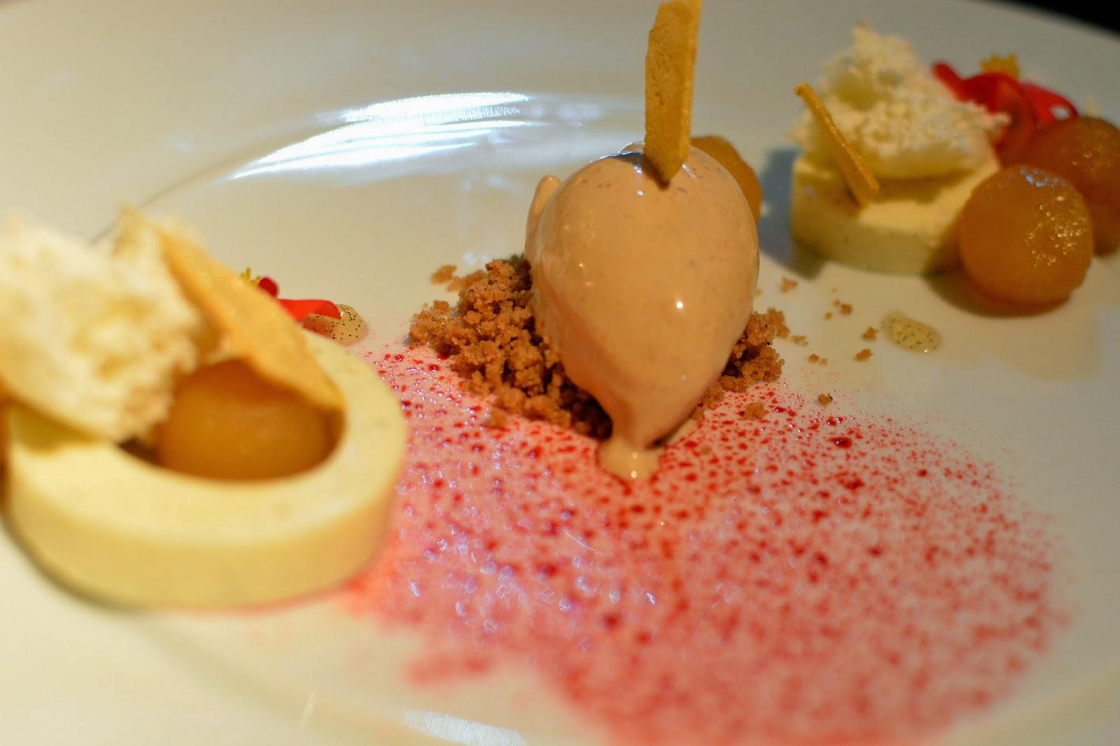 OPUS restaurant Vienna Apple Pie