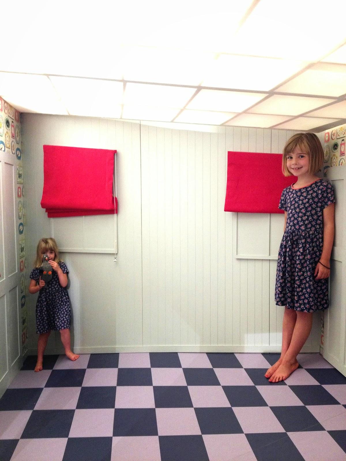 Illusions Room Illusion Room Uses Mirrors