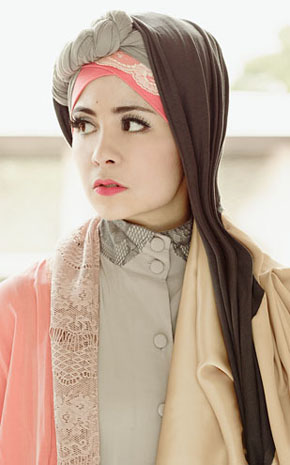 Gaya Hijab Vintage Dan Feminim Ala Risty Tagor Tutorial Hijab