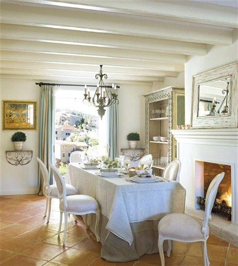 Entre tiempos y bohemia comedores con sillas clasicas for Comedor luis quince