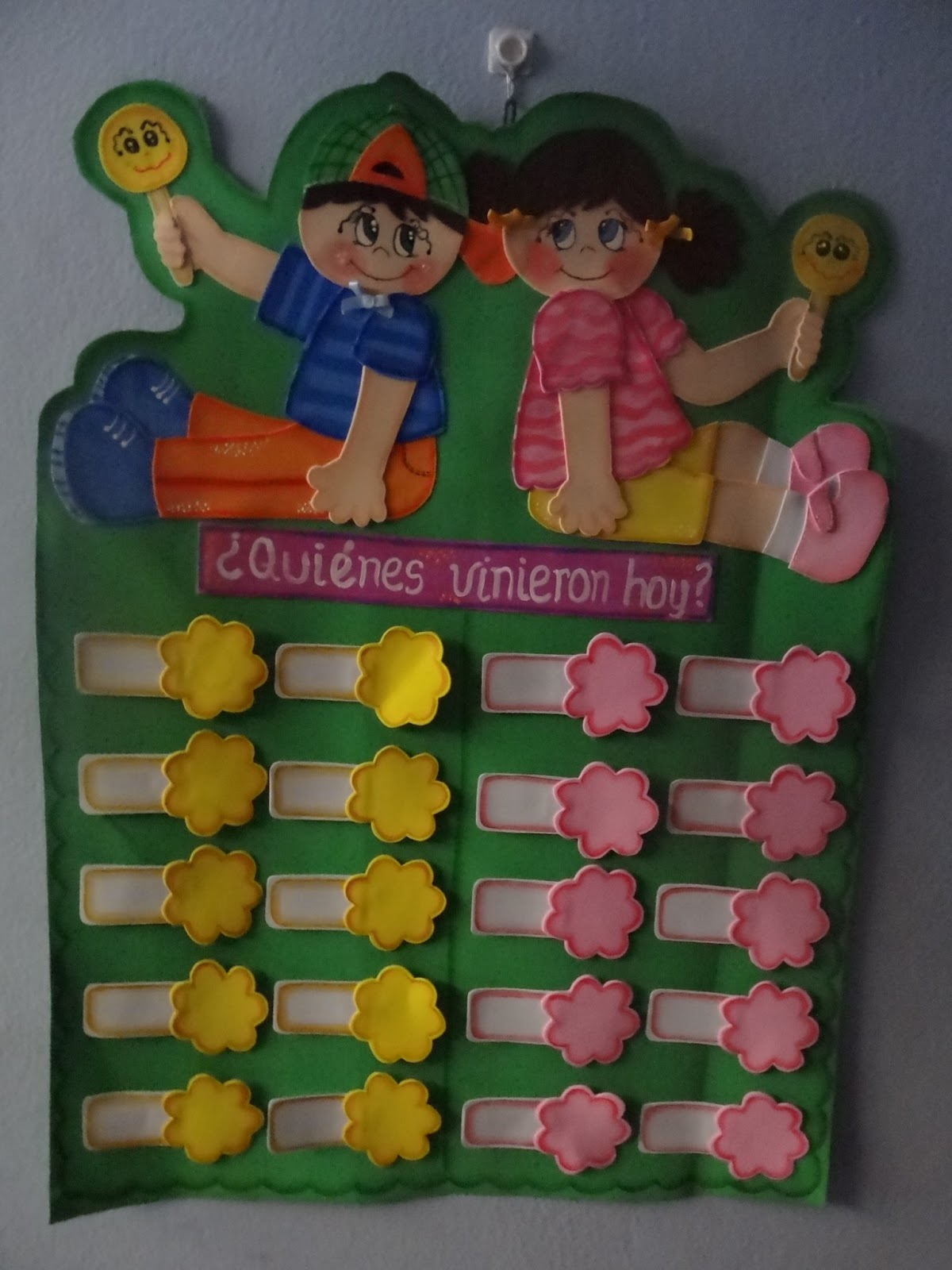 Cartel de Asistencia de sus niños, contiene 30 distintivos en total