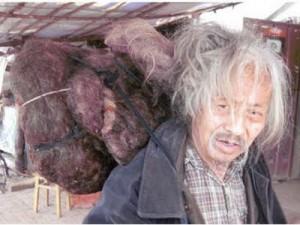 صورة لصيني لم يقص شعره منذ 60 عاما!!