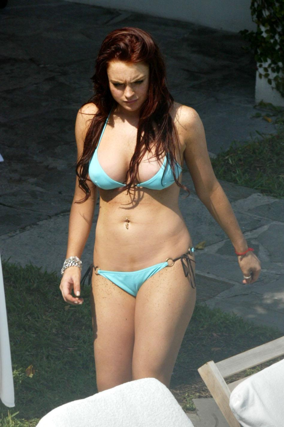 lindsay lohan hot bikini photos disney star universe