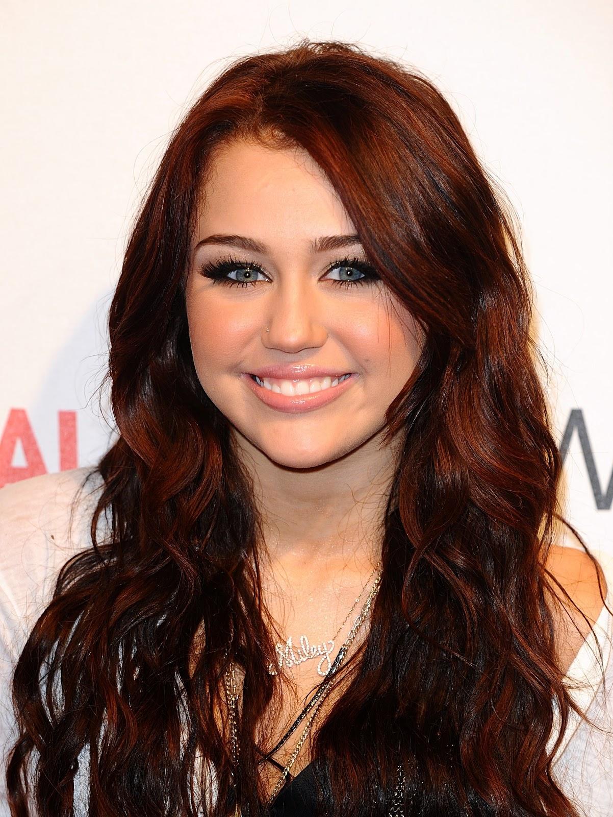 Miley Cyrus Miley Cyrus 17611732 1923 2560jpg