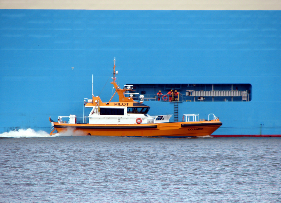 Honda line Celestial Wing with pilot boat Columbia on the Columbia River