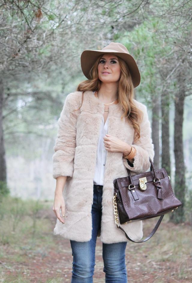 Look en tonos camel