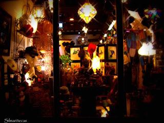 Comercios decorados por halloween en Santillana del Mar - 2011-