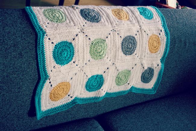 Crochet Polka Dot Baby Blanket from meet.make.laugh.