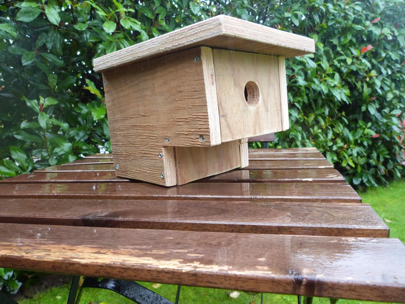 les jardins familiaux de feunteun don un abri pour les oiseaux. Black Bedroom Furniture Sets. Home Design Ideas