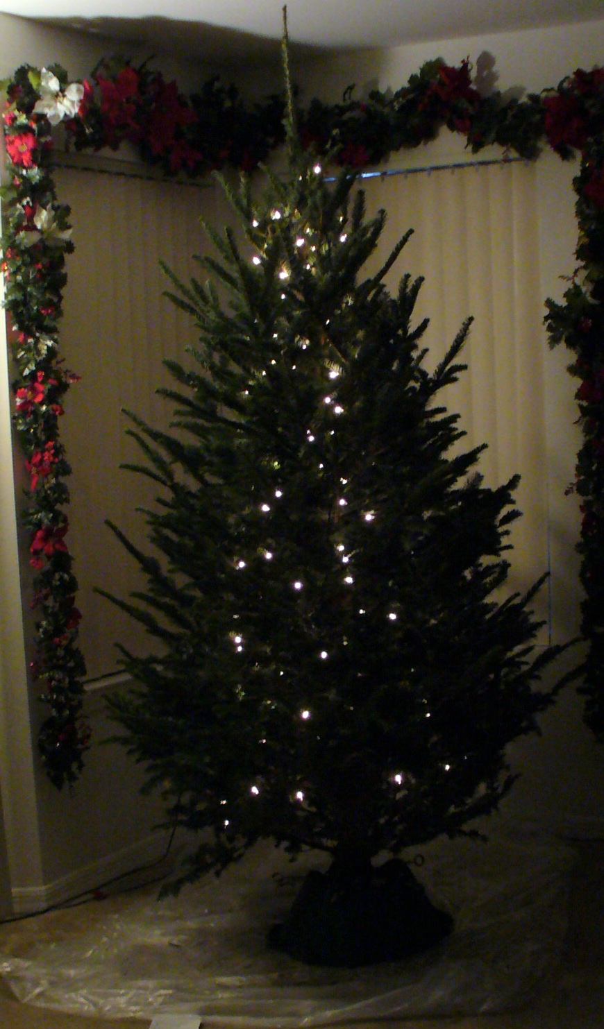The Art of Lighting a Christmas Tree: Vertical vs. Horizontal - A Sparkly Life for Me