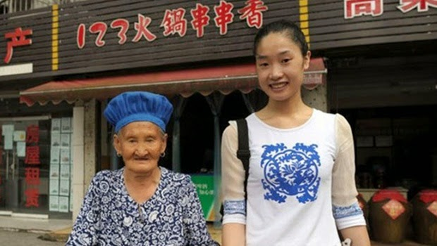 Inilah Alasannya Mengapa Wanita ini Sangat Mencintai Neneknya