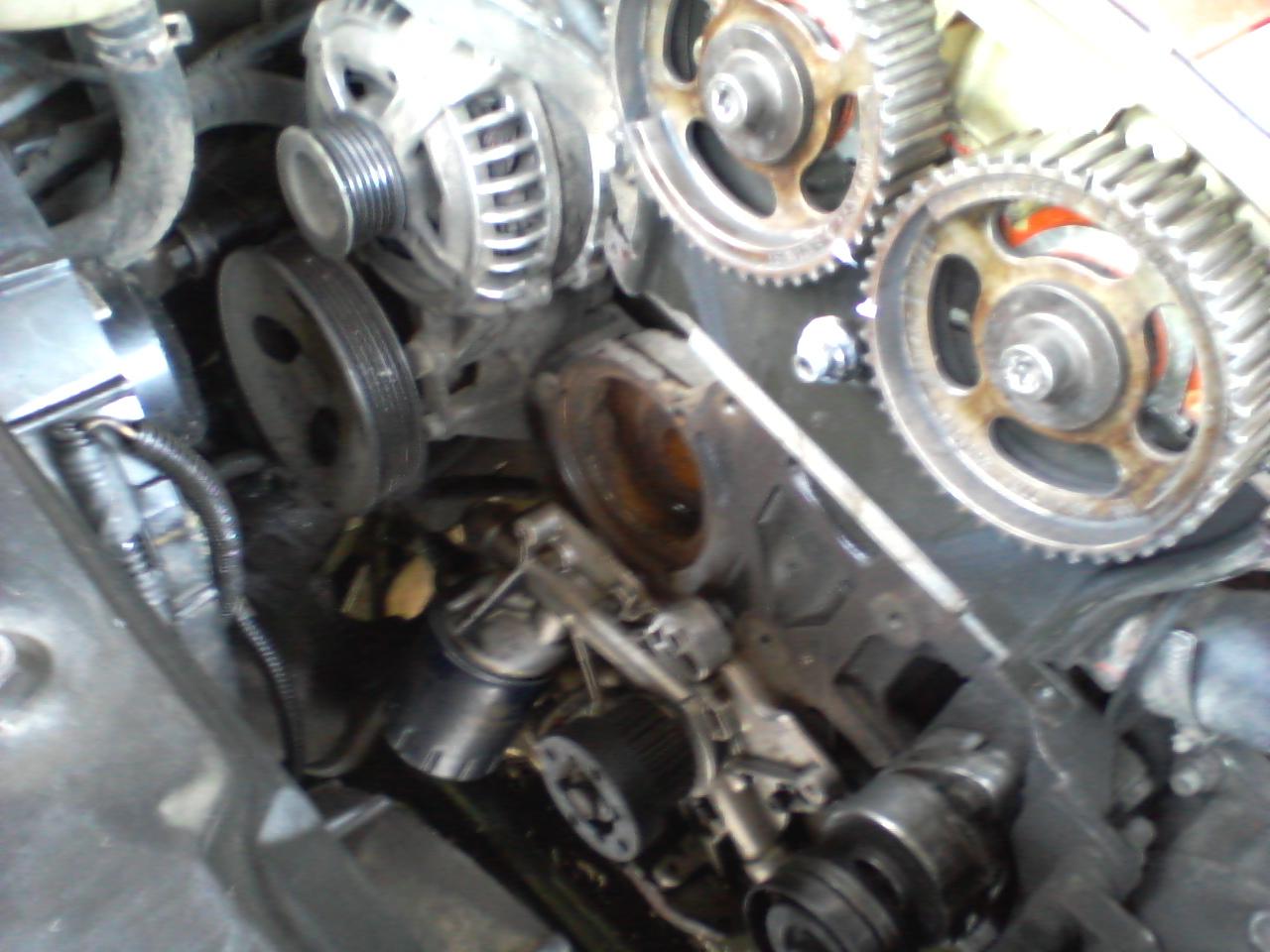 Hasil gambar untuk water pump mobil rusak