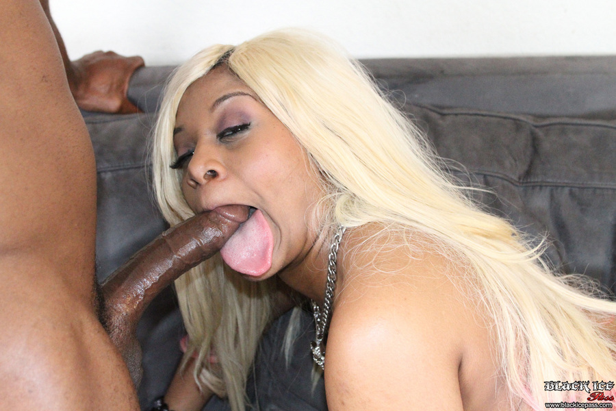 Kakey long tongue ebony porn star