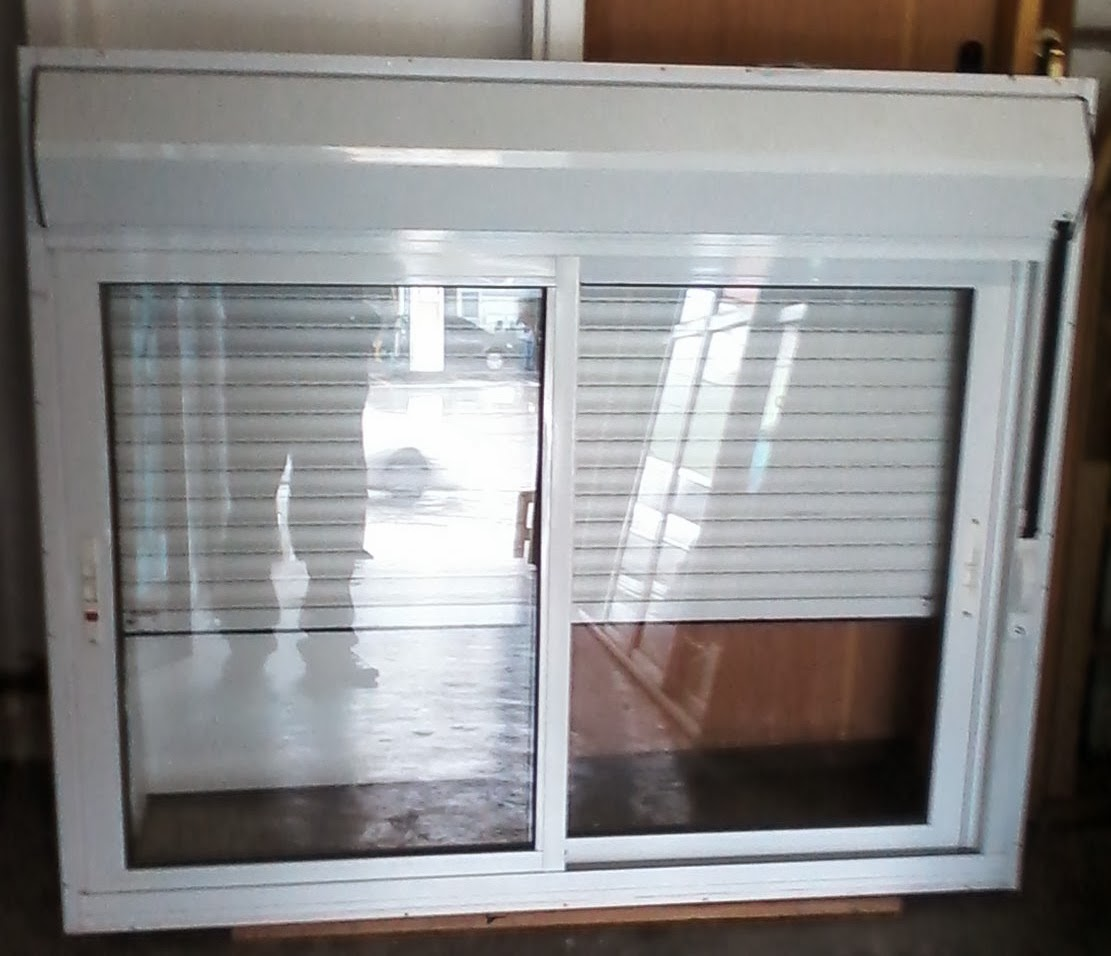 janela aluminio branco com persiana embudida  1,20 x 1,40