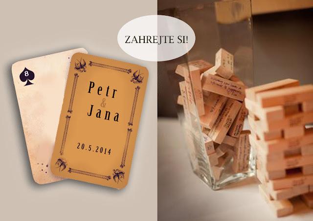 hrací karty a hra se vzkazy od svatebních hostů