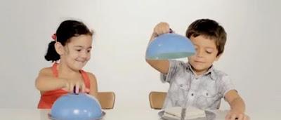 Crianças dividindo o alimento