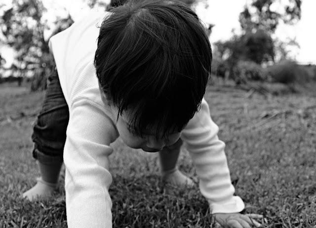 Raczkowanie dziecka jako metafora do rozpoczęcia spełniania marzeń w życiu. Motywacja do działania.