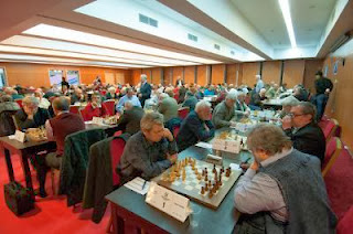 Le Français Anatoli Vaisser (2523) partage la tête de la compétition avec le Danois Jens Kristiansen (2407)