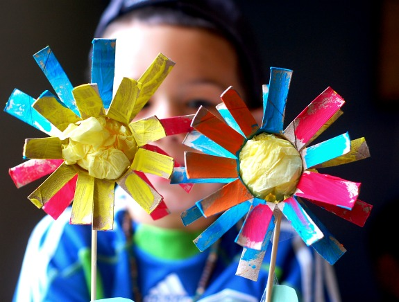 Summer flowers toilet roll recycled craft preschool for Recycled flower art