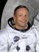 http://3.bp.blogspot.com/-MhkZ4itu6Ys/TnAIUMBf2AI/AAAAAAAAACM/EbNqStRwVwc/s1600/Neil_Armstrong_in_suit.jpg