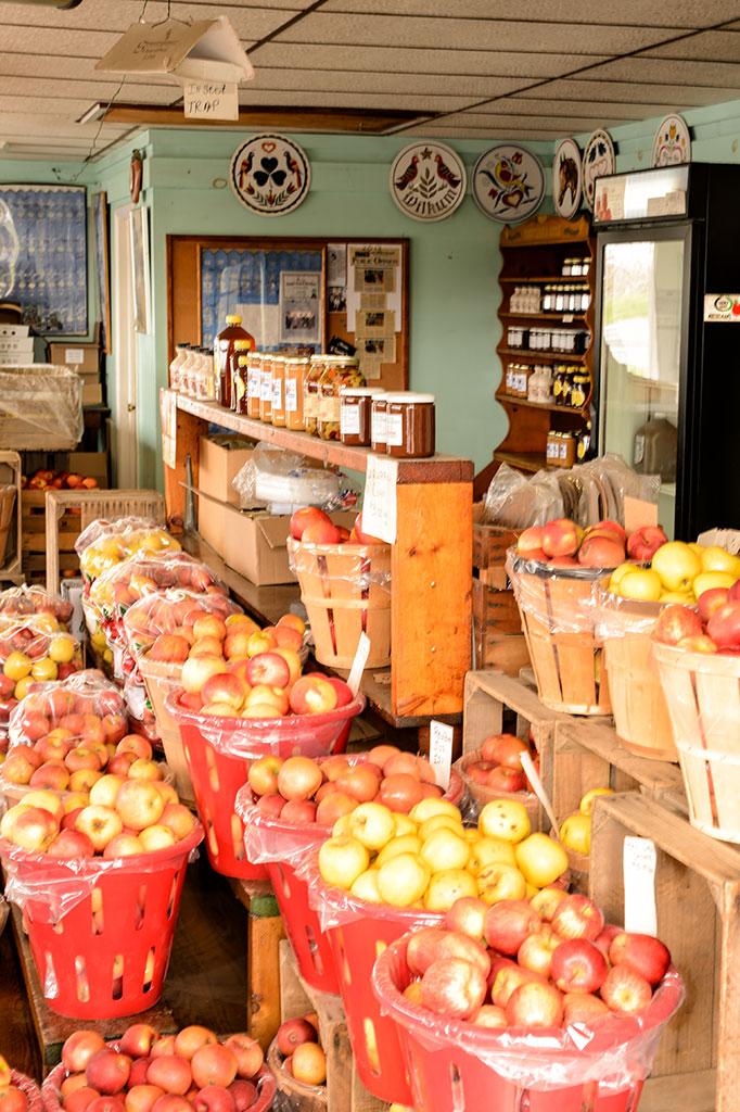 Shatzer Fruit Market on the Lincoln Highway