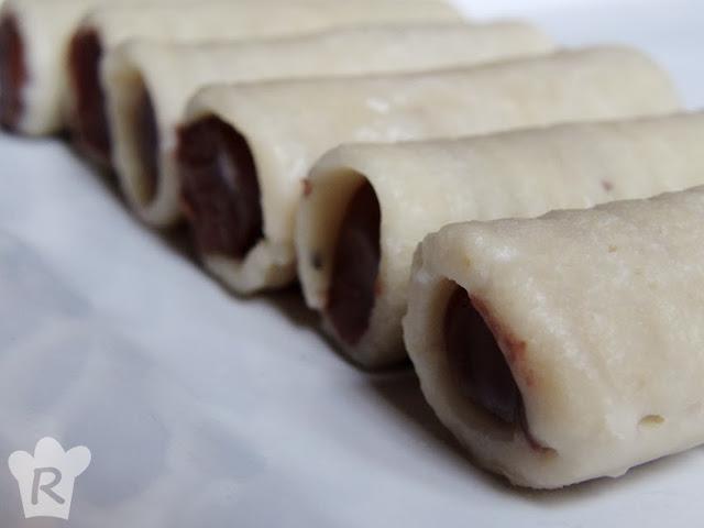 Huesos de santo rellenos de ganache de chocolate