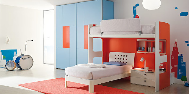 decorating-a-teen-room-with-blue-orange-by-clever
