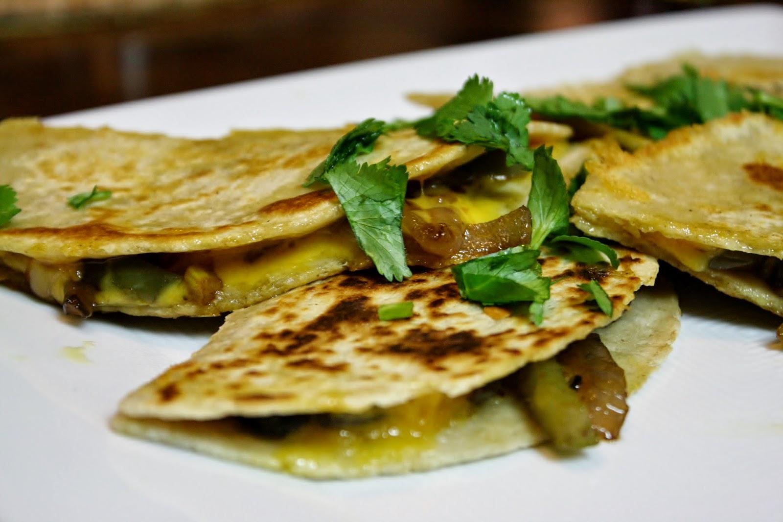 http://eatprayjuice.blogspot.com/2015/02/fajita-quesadillas.html