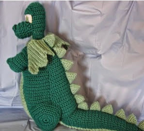 http://donnascrochetdesigns.com/morefree/dragon-toy-free-crochet-pattern.html