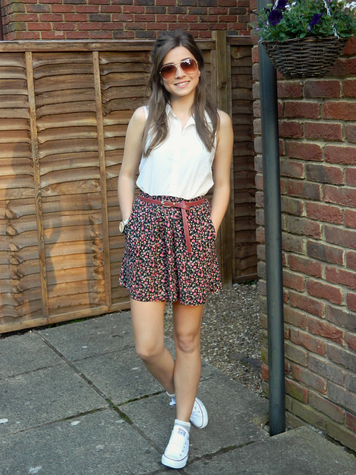 Love From Lisa: Fashion - Pumps & Frilly Socks