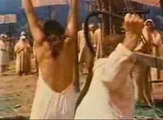 Смотреть видео наказание плетьми женщин 141