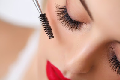 Super tips for look bushier eyelashes Beware the curlers and the waterproof mascara Treatment with castor oil