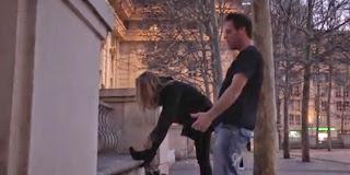 """Rémi Gaillard s'éclate dans la vidéo """"Free Sex""""."""