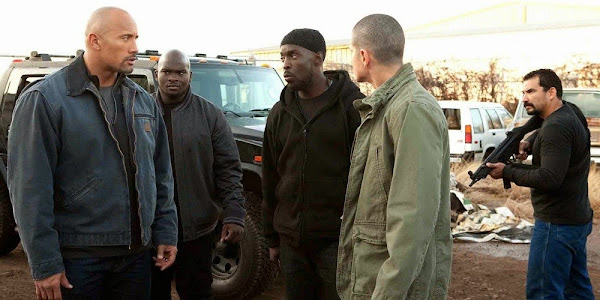Dwayne Johnson, Darnell Trotter, Michael K. Williams e Jaime Medeles em O ACORDO (Snitch)