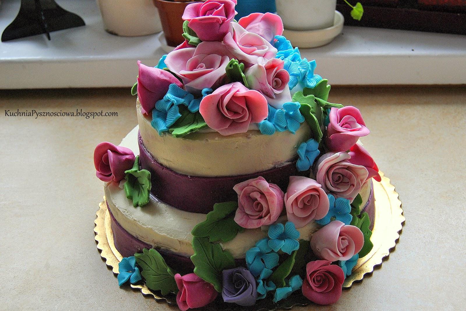 Tort pełen kwiatów na chrzest dziewczynek