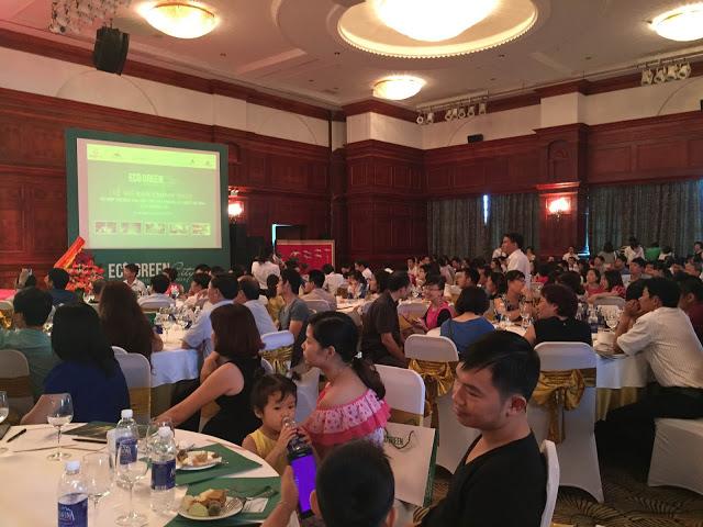 Khách hàng tham dự lễ mở bán Eco Green City