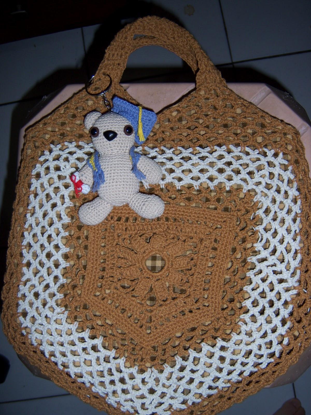 crochet a pentagon bag.