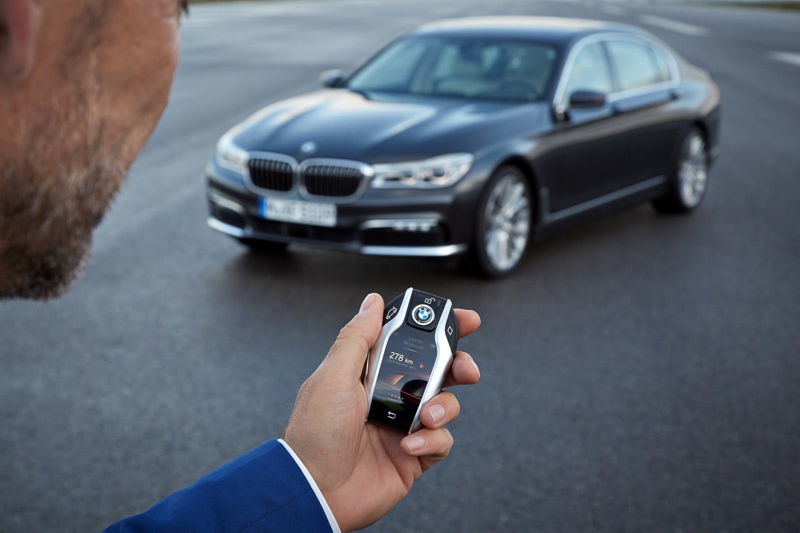 2016-BMW-7-Series-31.jpg