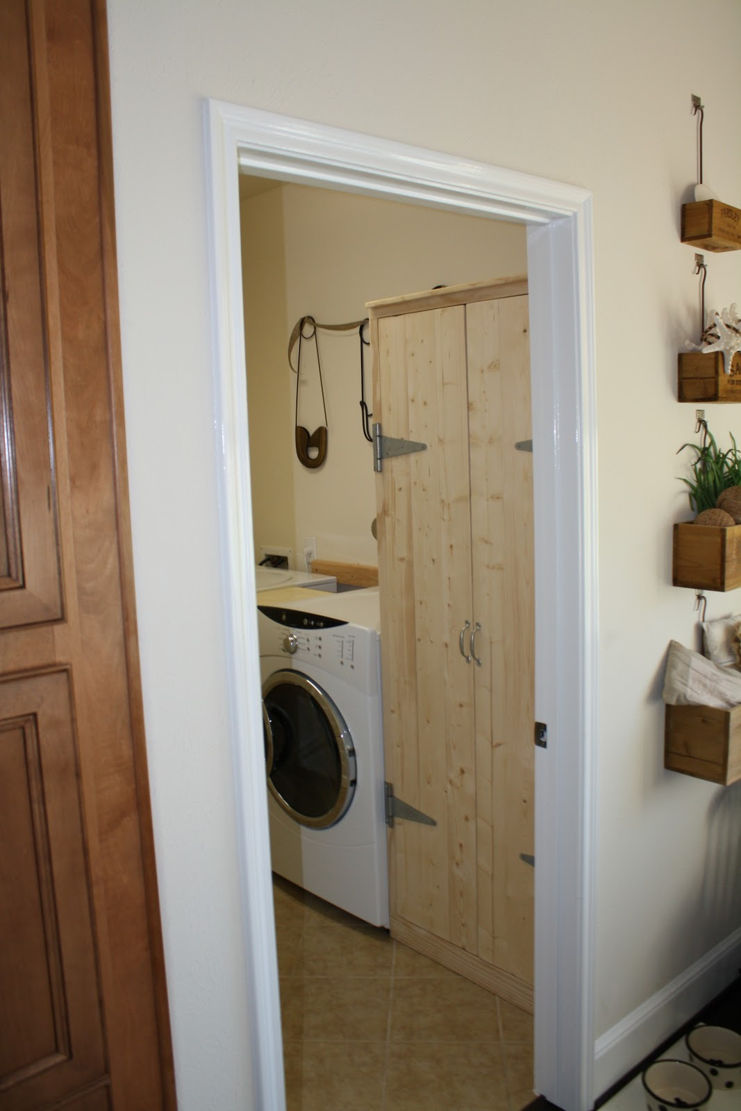 the little cottage on the pond...: Laundry room revisited...