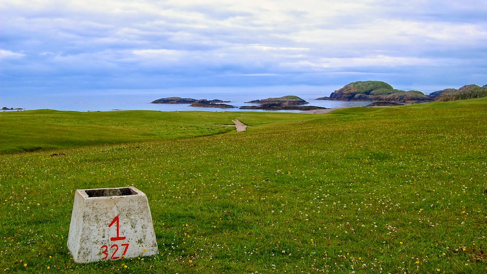 First tee marker on the Isle of Iona golf course