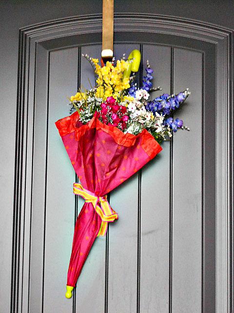 Source: http://junkintheirtrunk.blogspot.com/2012/03/spring-wreath.html