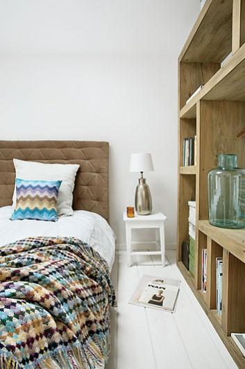 Madera y blanco para el dormitorio
