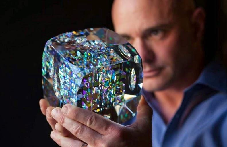 Watch This Talented Artist Create Stunning Glass Sculptures Using Fibonacci Ratios