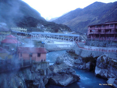 Misty Fumes emanating from the Tapt kund in Badrinath