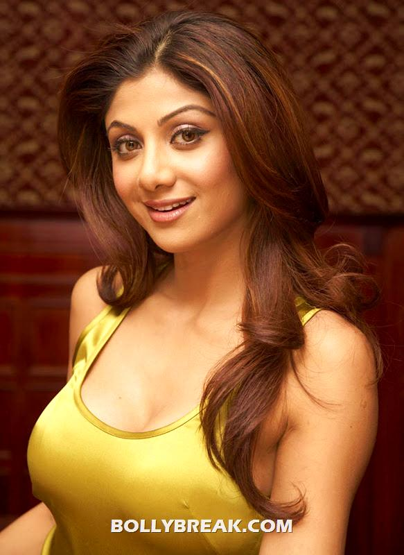 Shipa Shetty Face photo - Shilpa Shetty yellow silk tanktop photos