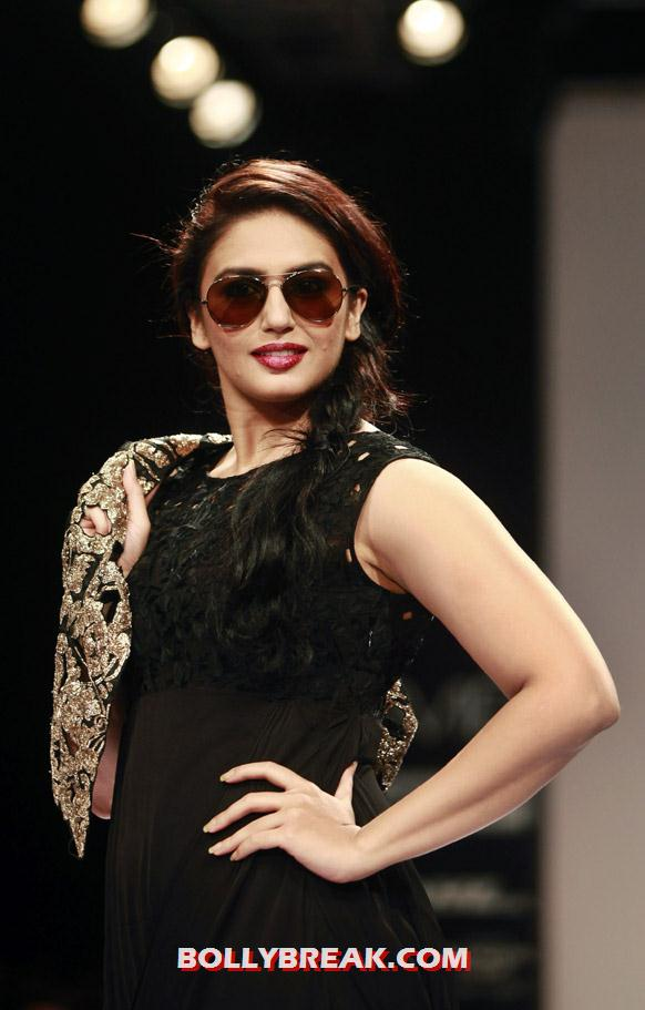 Huma Qureshi also in black  -  Lakme Fashion Week