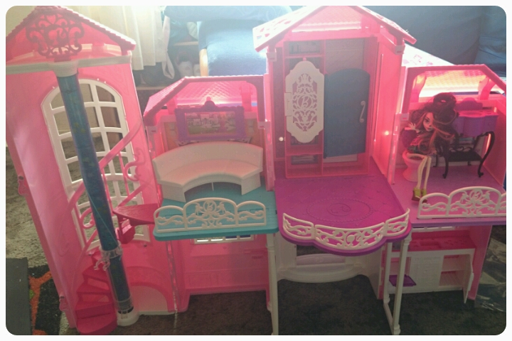 inside of barbie malibu house