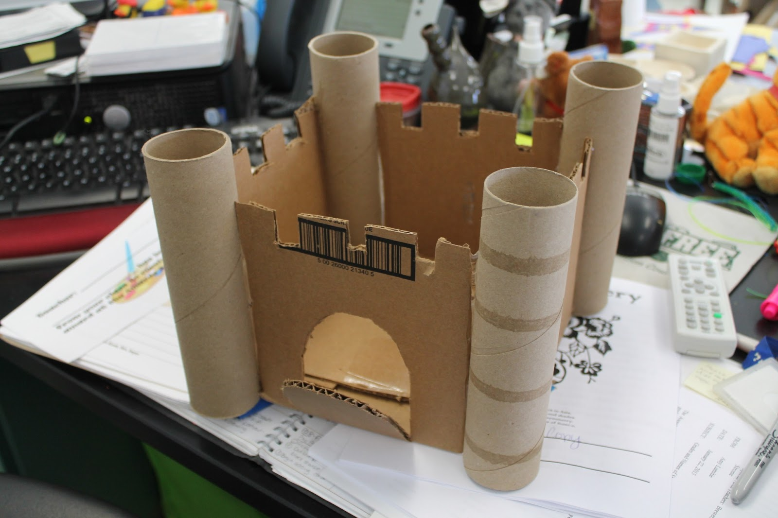Art room 104 in progress 3rd grade cardboard castle for Castle made out of cardboard boxes