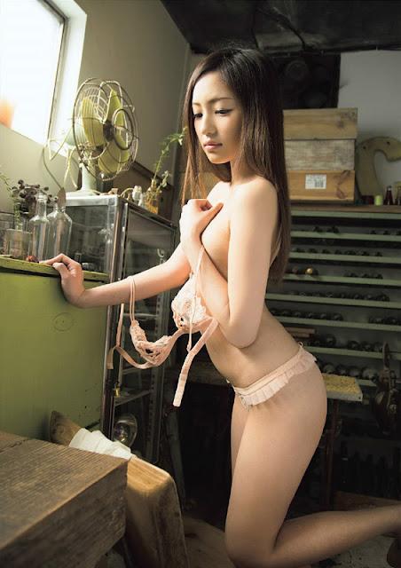 Momotani Erika 桃谷エリカ Photos 05